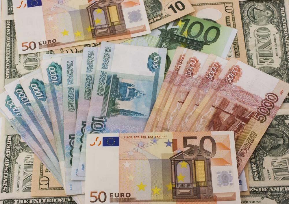 Граждане РФ за рубежом смогут получать зарплату в валюте